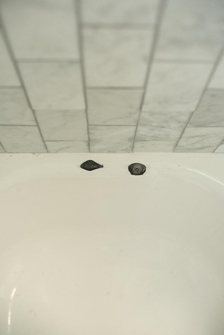 How-to-Repair-a-Bathtub