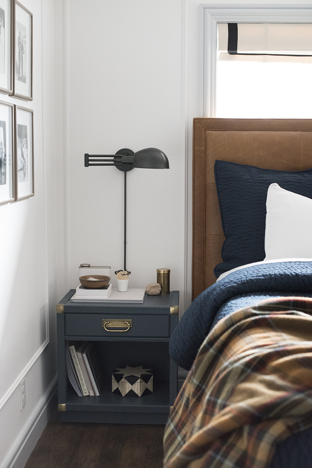 Cozy Master Bedroom For Fall And Winter With Plaid Bedding    Roomfortuedsay.com