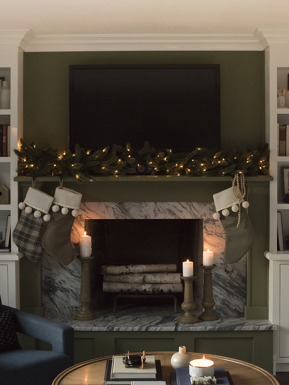 Holiday Decorating & 2017 Holiday Housewalk - roomfortuesday.com