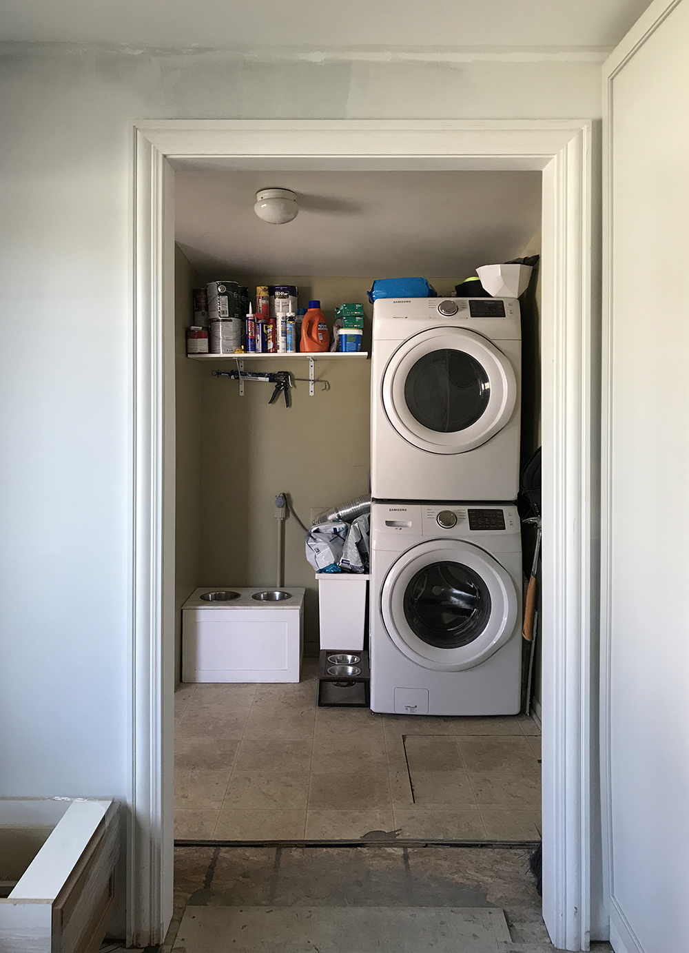 Laundry Room : One Room Challenge - Week 1 - roomfortuesday.com
