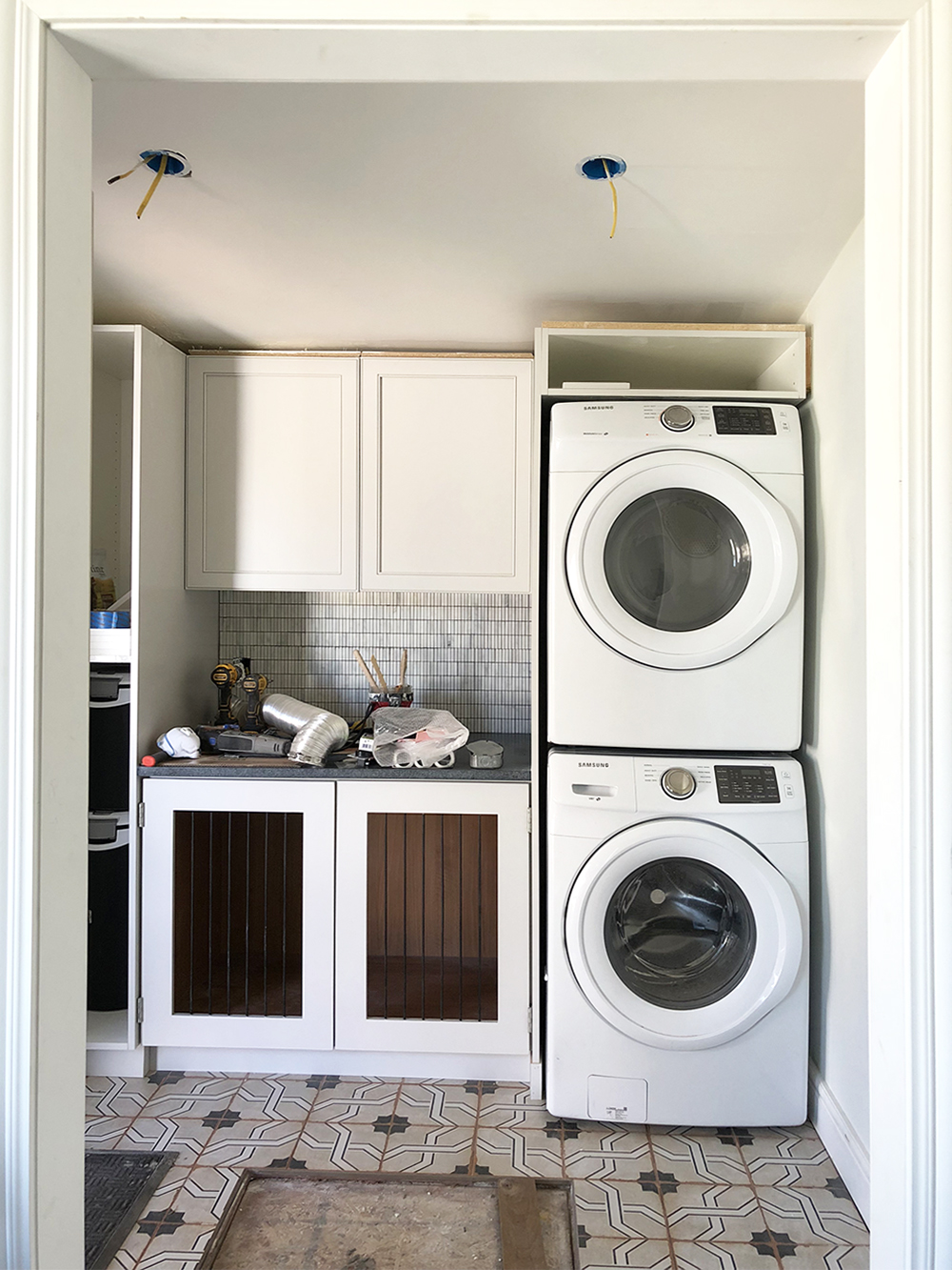 Laundry Room : One Room Challenge – Week 4 - roomfortuesday.com