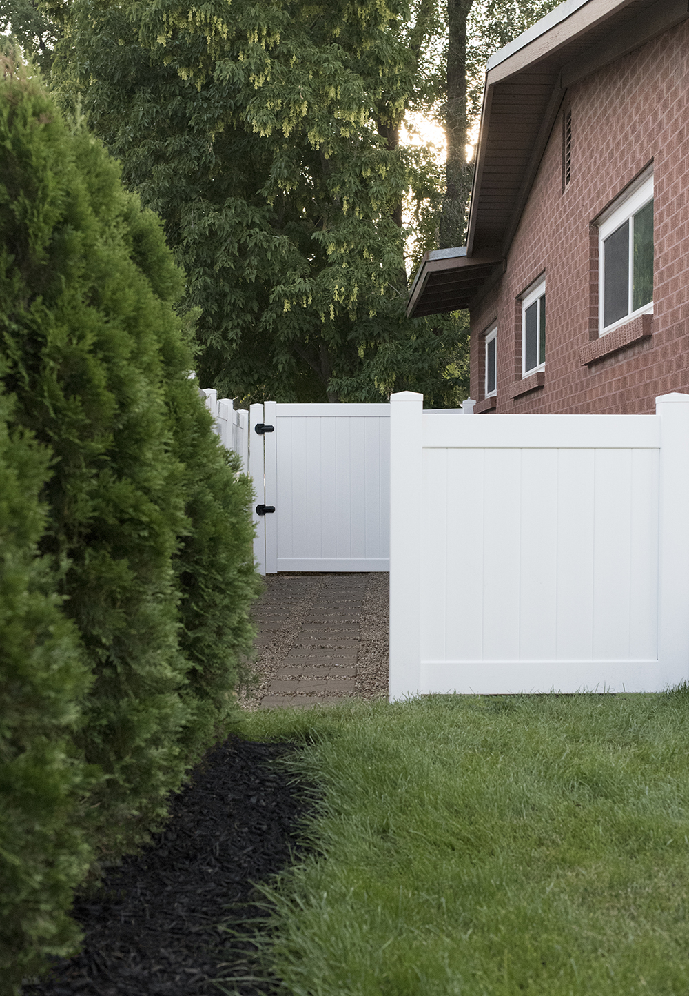3 Day Project : Transforming Our Side Yard - roomfortuesday.com