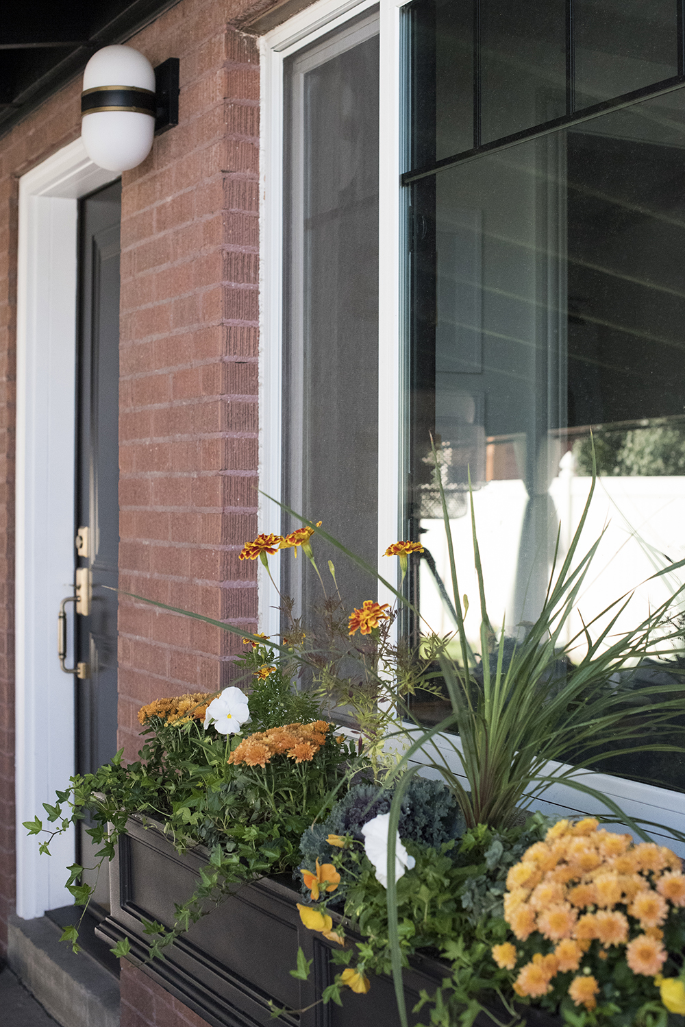 Fall Window Flower Box - roomfortuesday.com