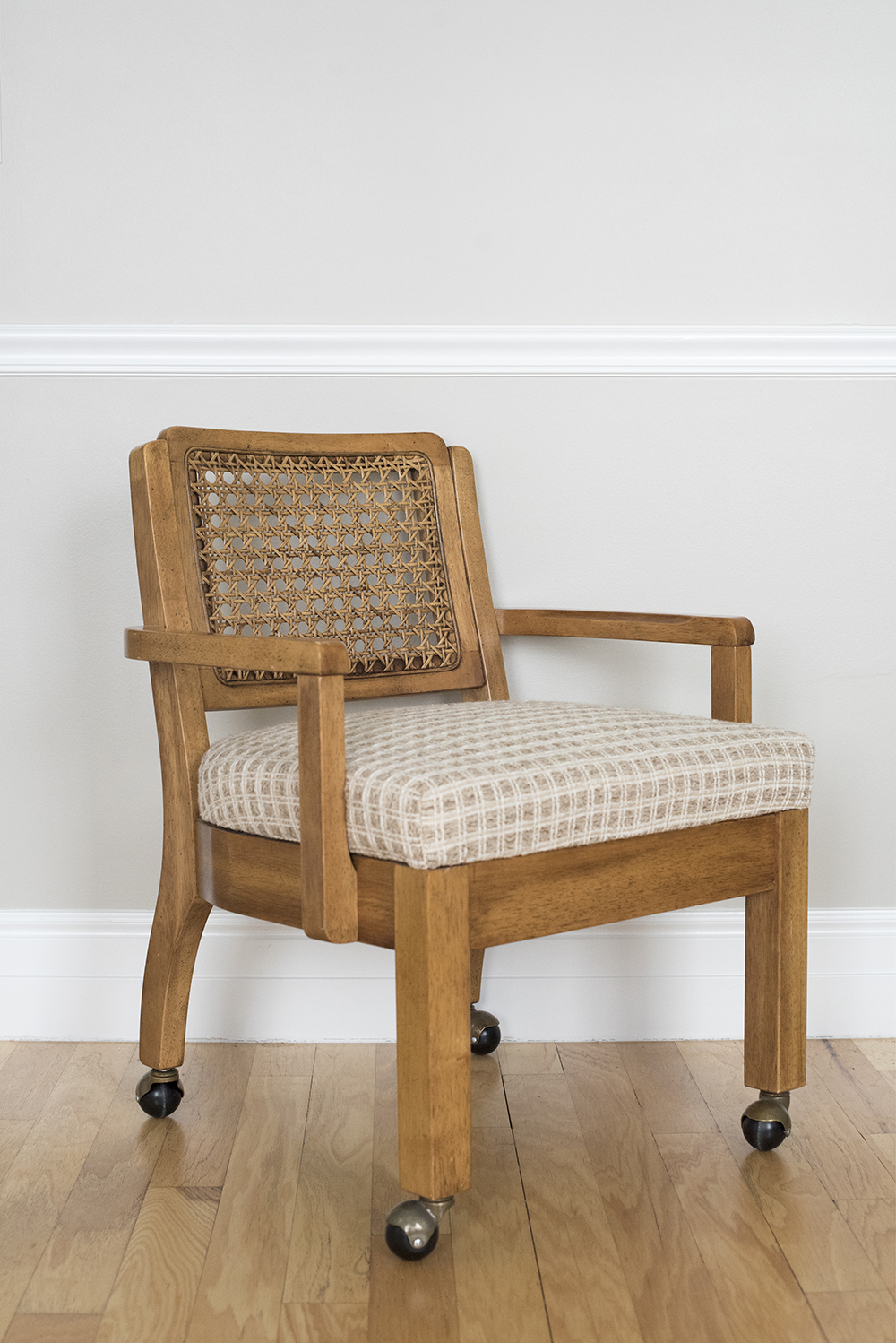 How to Upholster the Seat of a Chair - roomfortuesday.com