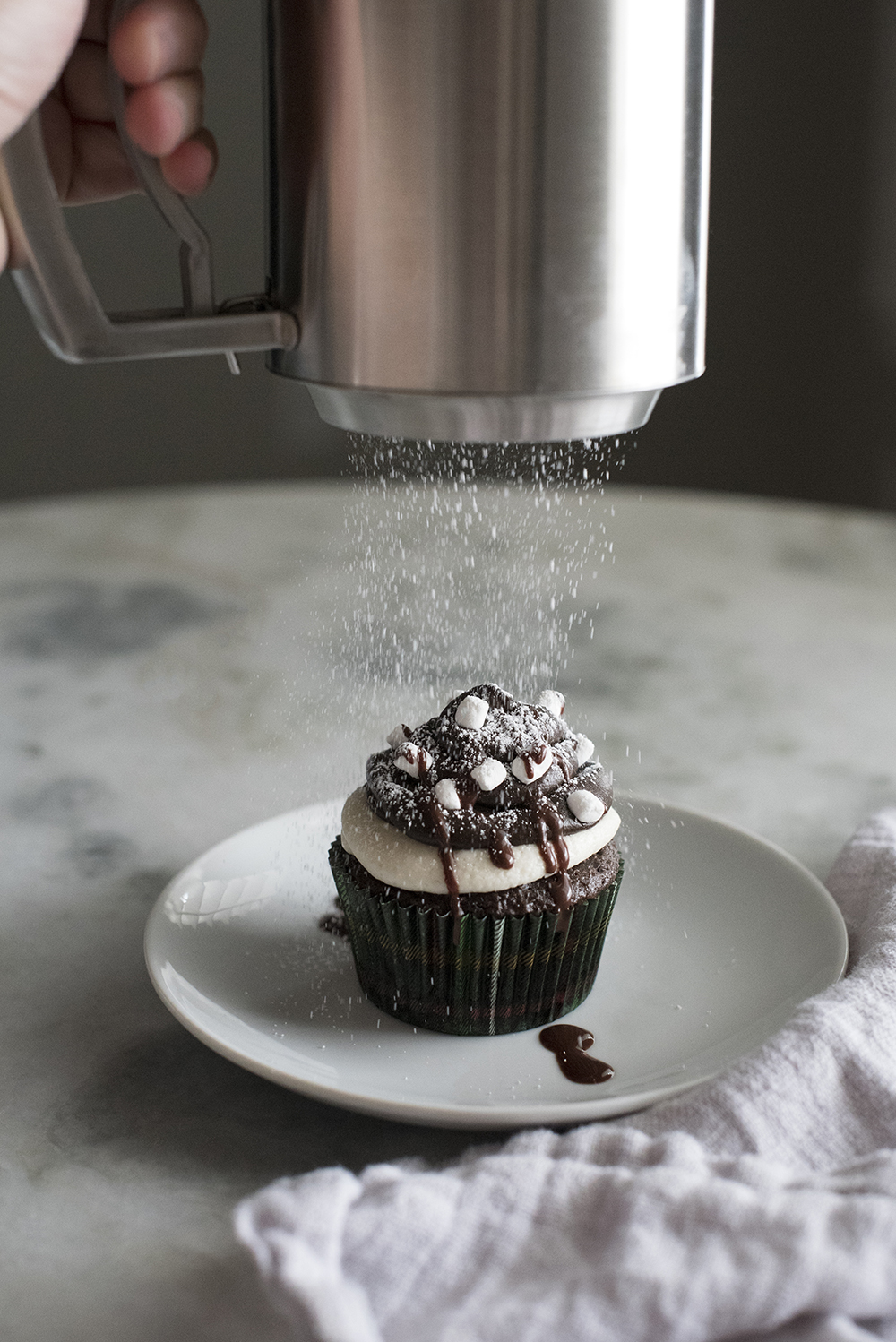 Snow Day Hot Cocoa Cupcakes - roomfortuesday.com