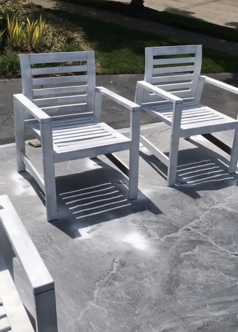 How to Paint Patio Furniture Like a Pro - roomfortuesday.com