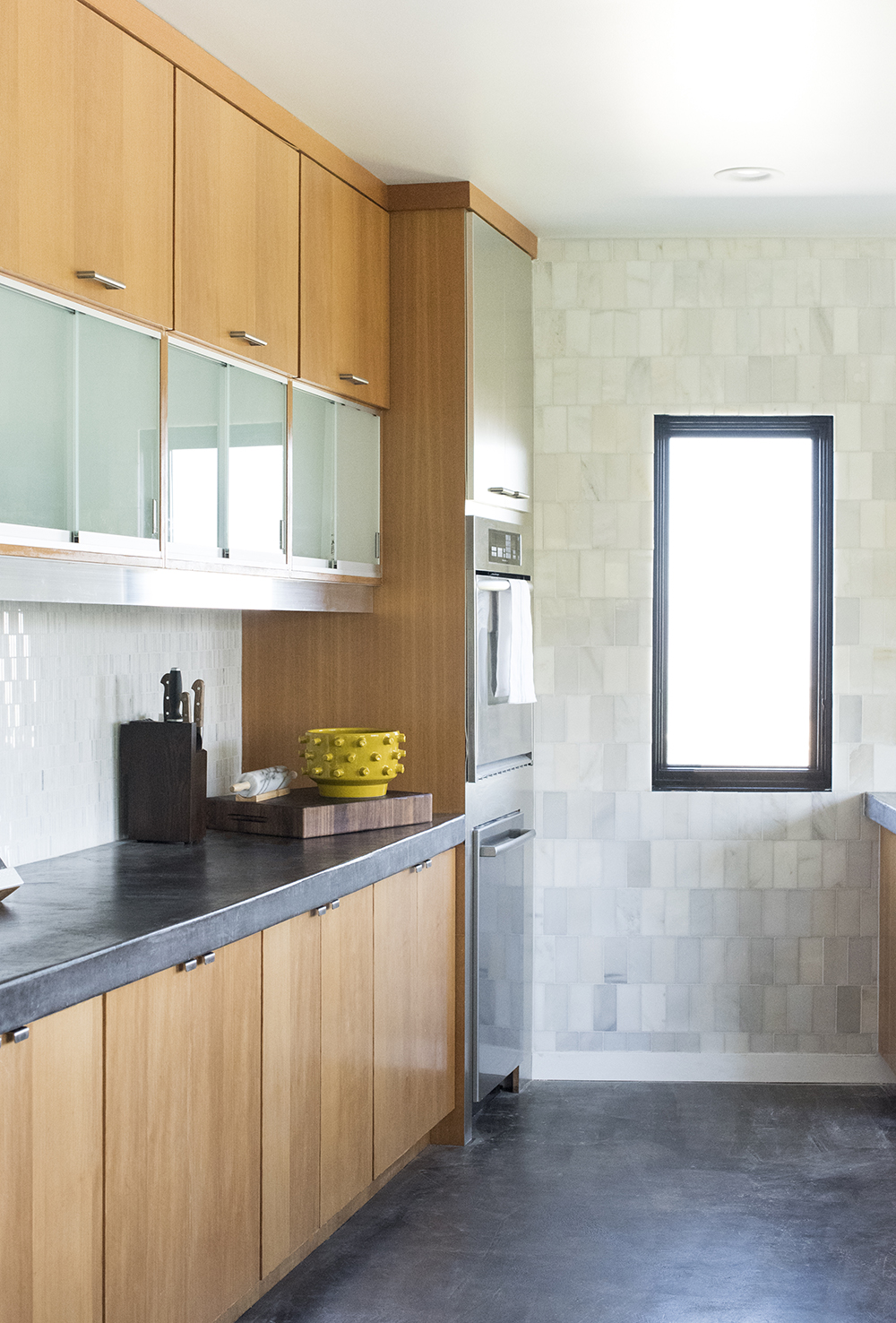 A Modern Kitchen Tour - roomfortuesday.com