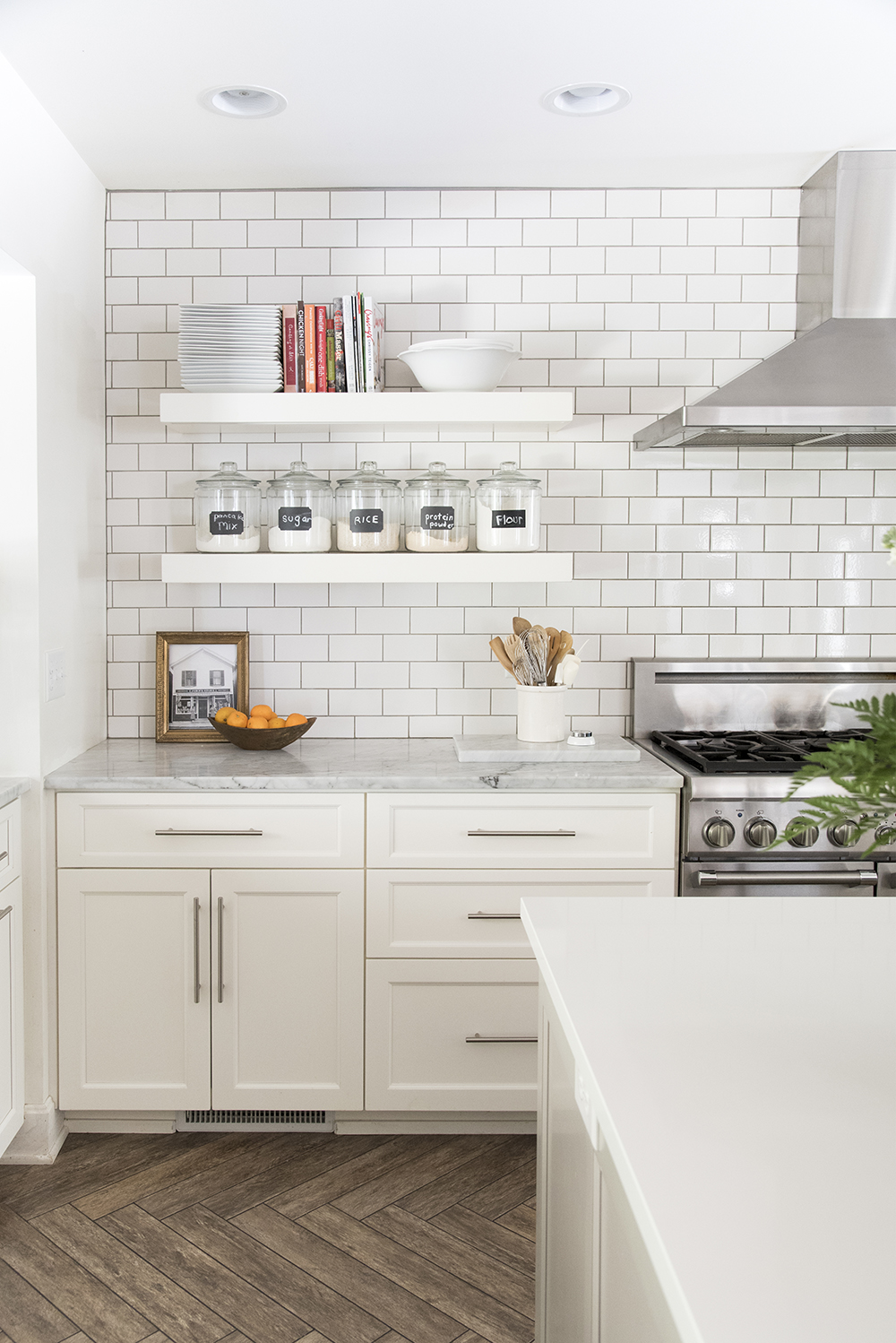 How to Incorporate Floating Shelves in Your Kitchen - Room ...