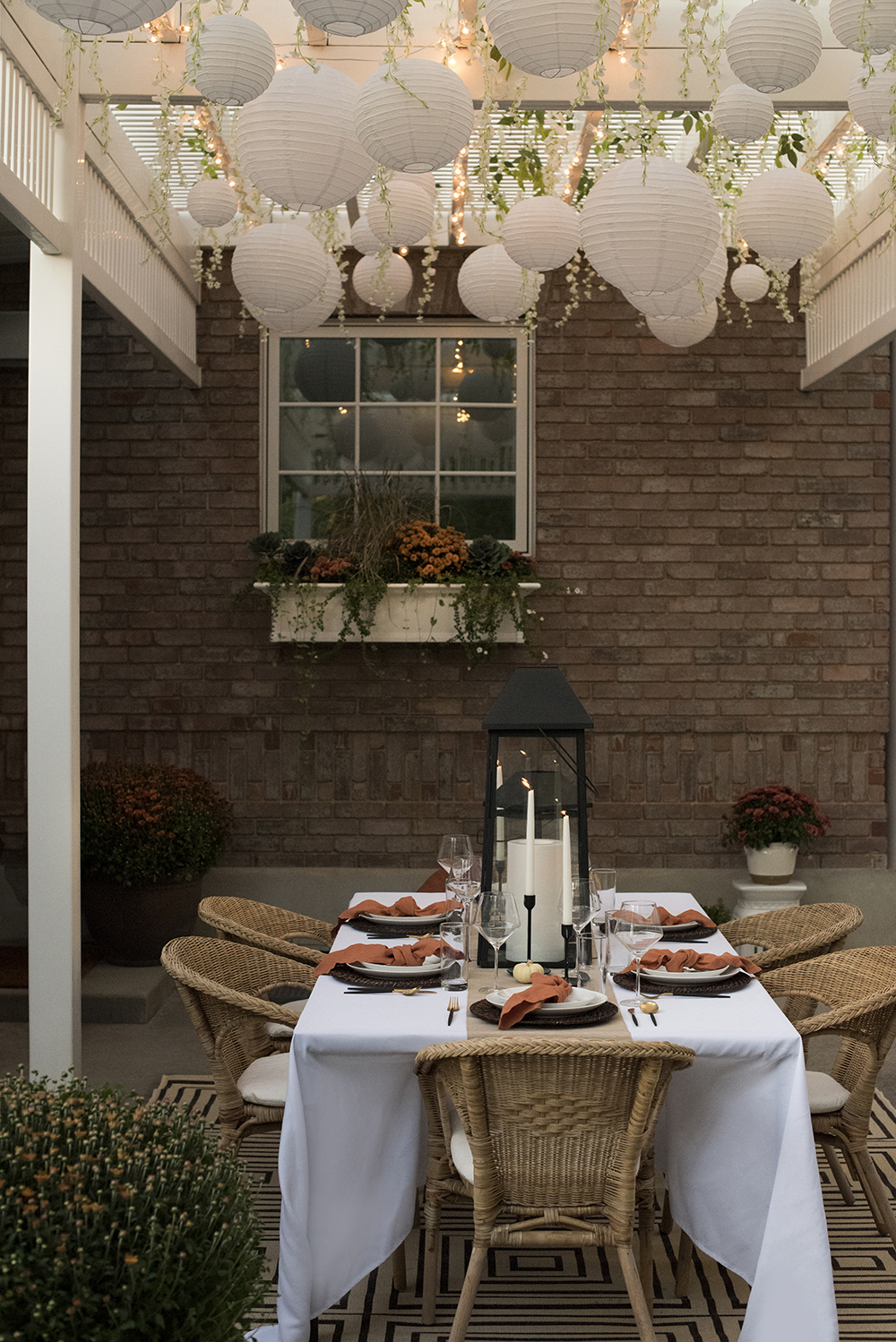 Fall Patio Dinner Party - roomfortuesday.com