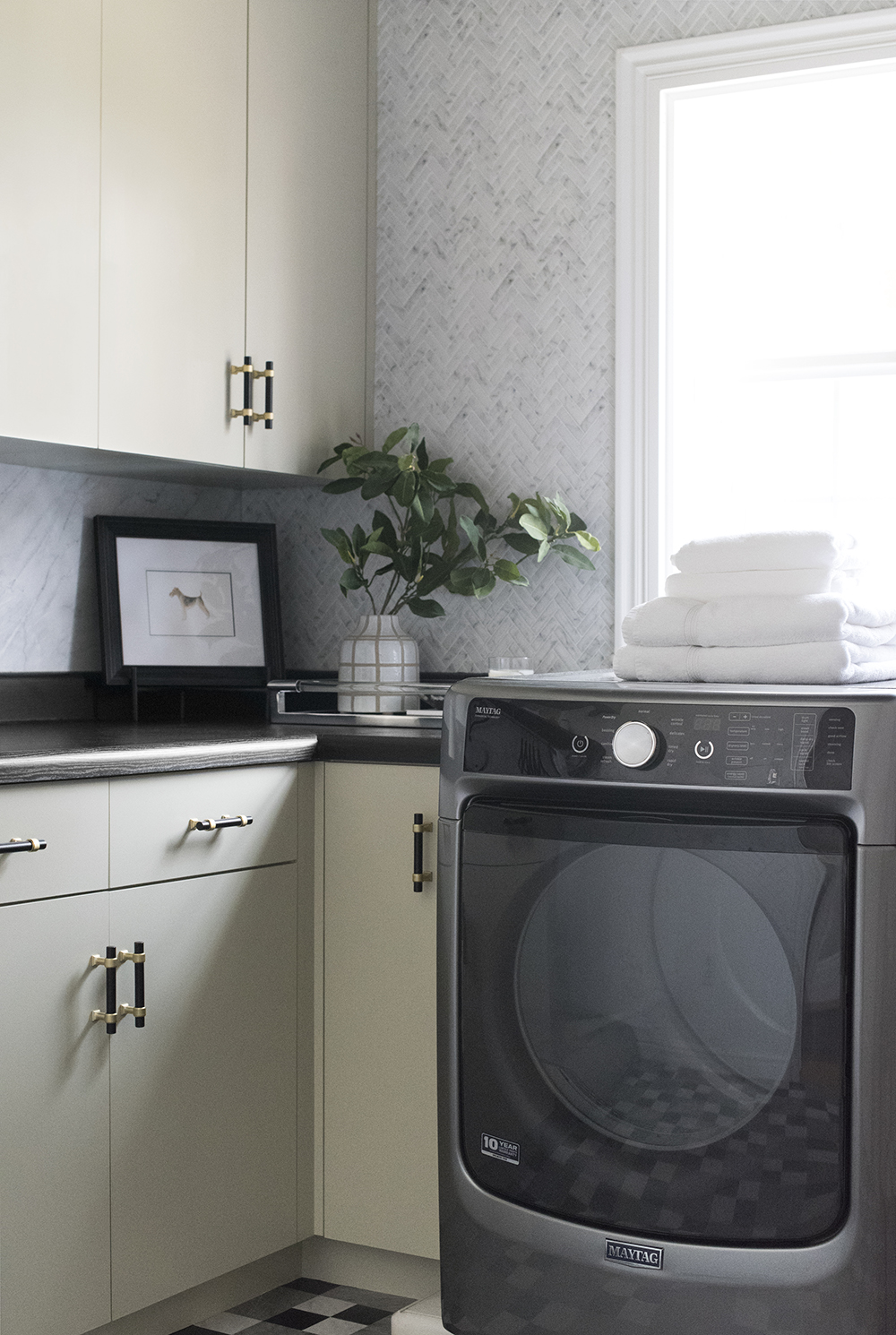 Budget Friendly Laundry Room Makeover - roomfortuesday.com