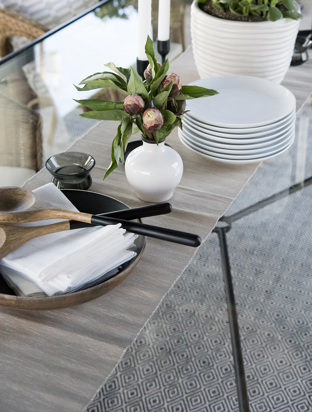 Kitchen Must Haves for Hosting Family & Friends - roomfortuesday.com