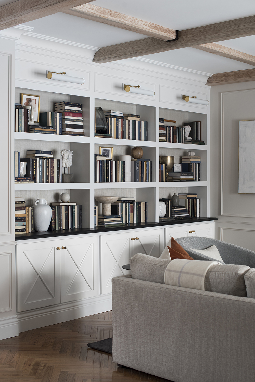 Design Discussion : Shelf Styling with Books - roomfortuesday.com