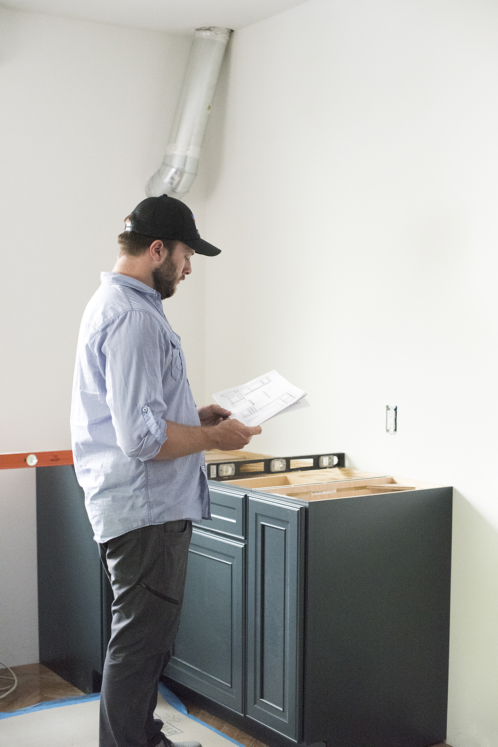 Tips for Finding, Hiring, & Managing Reliable Contractors - roomfortuesday.com