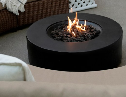A Fire Pit Makeover - roomfortuesday.com