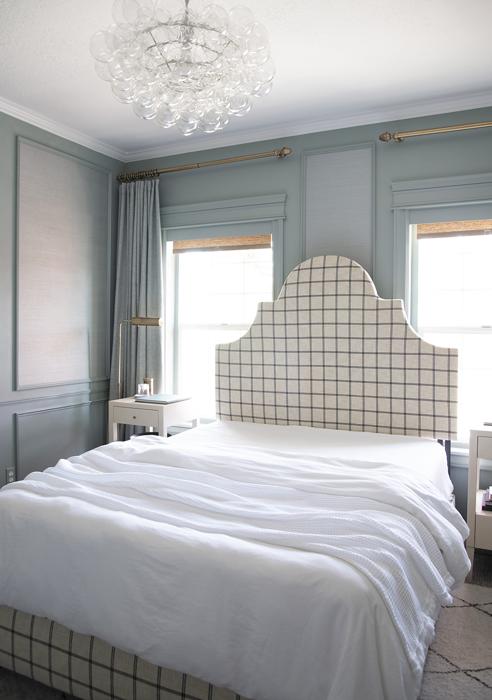 My Go-To Formula for Styling a Bed - roomfortuesday.com
