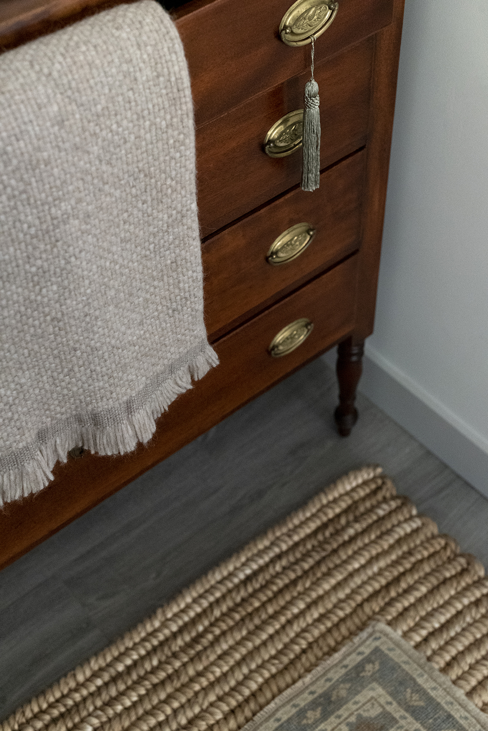 Jordan's Entryway Makeover - roomfortuesday.com