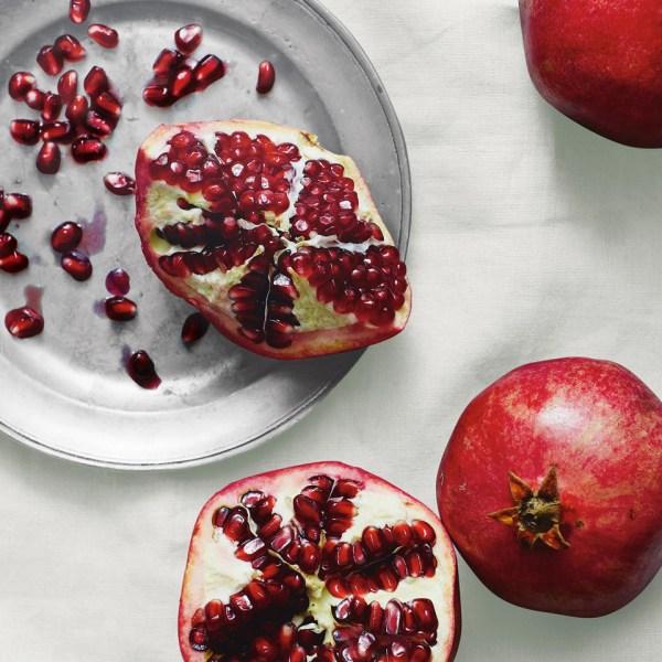 Pomegranate Medium Botanical Candle - Room Fragrances