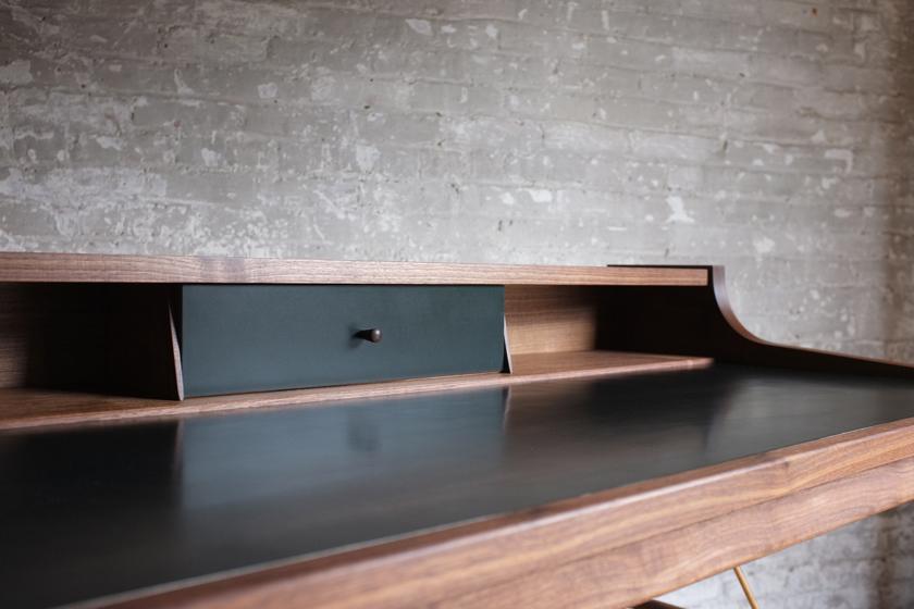 Hugo Desk 5