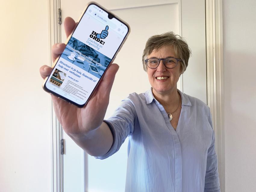 Jacqueline laat haar website zien