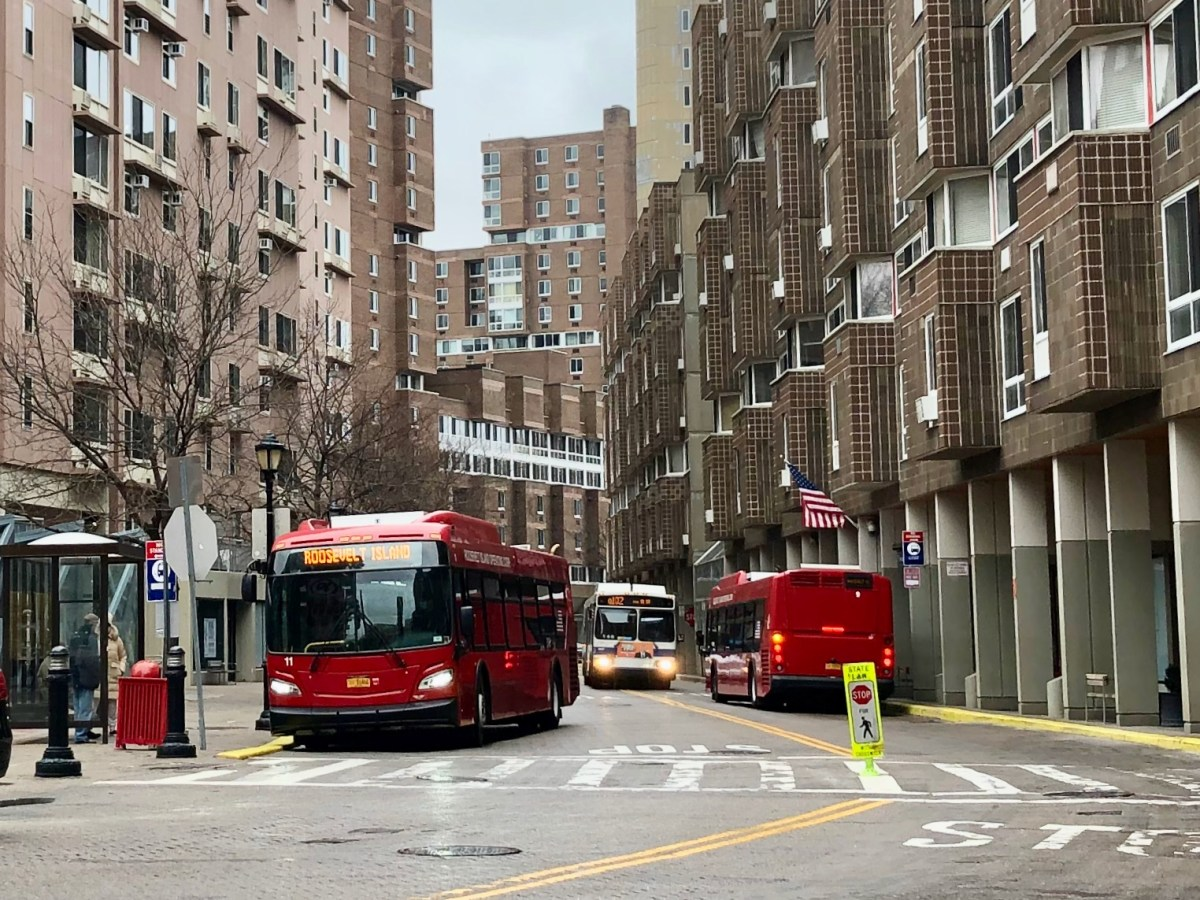 Roosevelt Island Red Buses