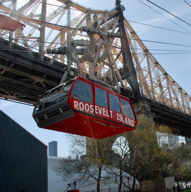 Roosevelt Island Tram at work