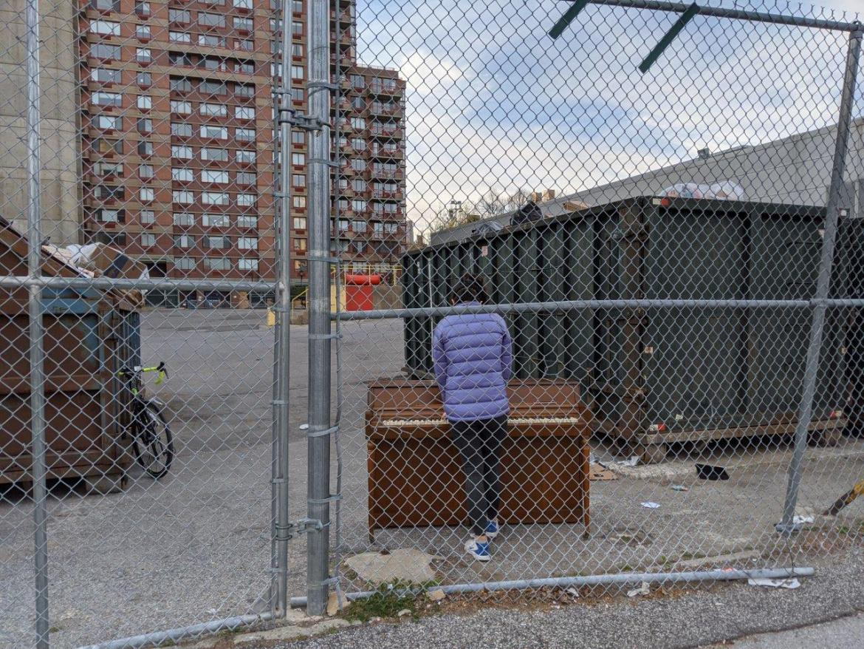 """Scenes from """"Onlooking, New York Street Photography"""" Mircea Nicolescu, Bucharest, Romania"""