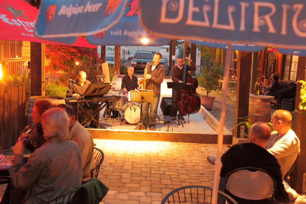 "The Main Street Quartet at Main Street Cellars for ""First Fridays"" playing jazz in the patio. Brandon May on Keys Isaac Lamar on Sax Mark Frandsen on Bass Ben Johnson on Drums Megan Hokaj on Vocals"