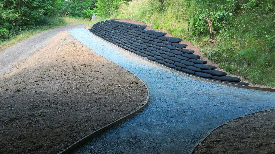 Completed Rootlok Retaining Wall, Builth Road Path 012