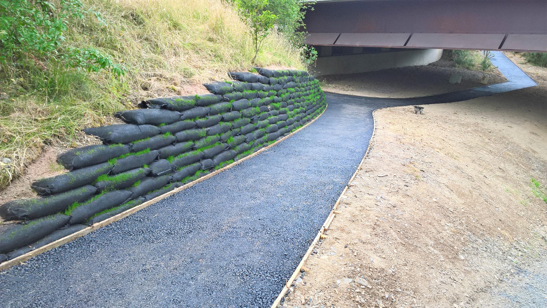 Vegetated Rootlok Retaining Wall, Builth Road Path 014