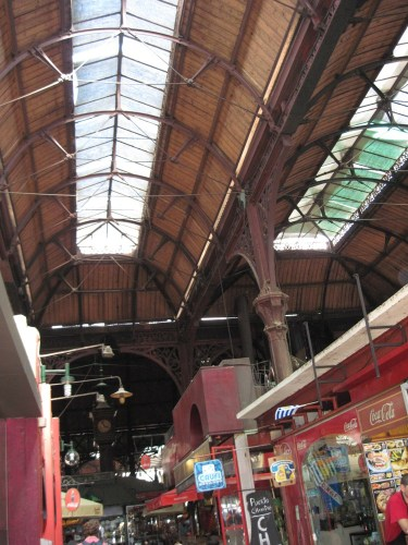 The old wrought iron building that houses the Mercado del Puerto