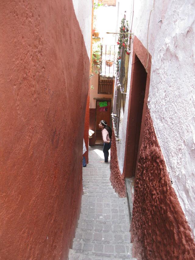 alleyway-of-kisses