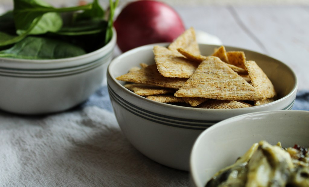 Crackers to serve with dip