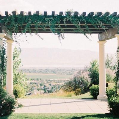 Pergola - Adventurous wedding floral design