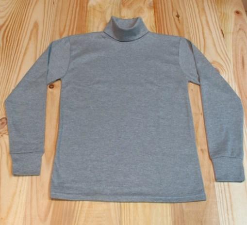 camiseta cuello cisne gris claro