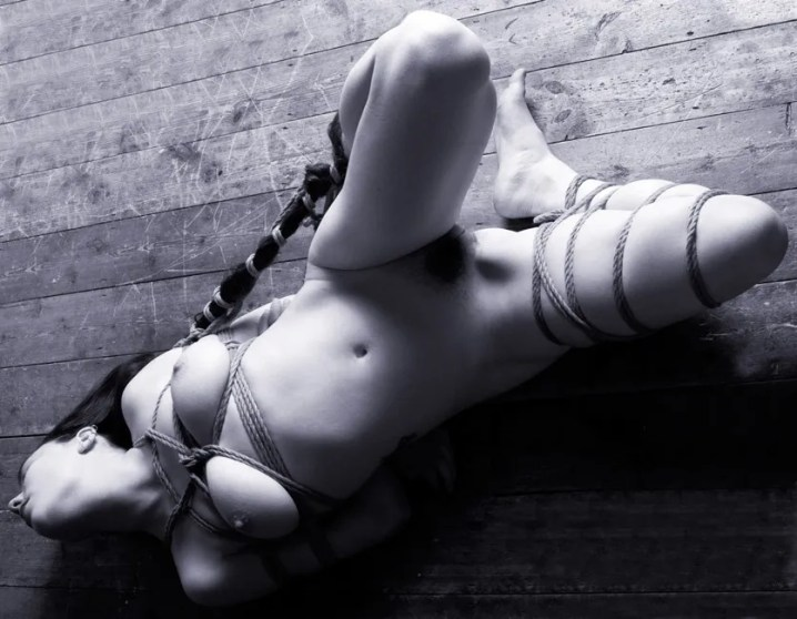 Gestalta in Japanese rope bondage, floor bondage, hair bondage