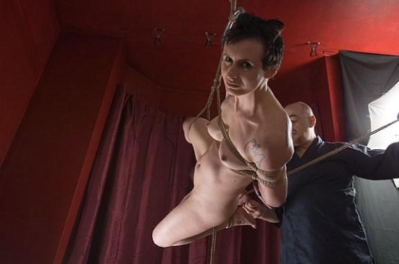 Yoko tsuri suspension bondage in progress