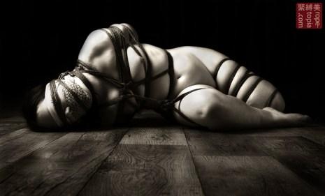 Floor bondage