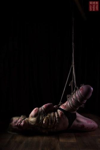 Iongantas. Intense partial suspension shibari bondage.