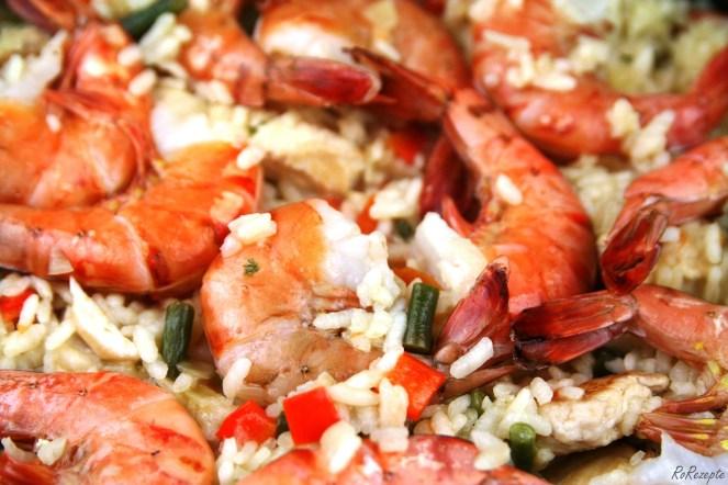 Paella con pollo y gambas – Spanische Reispfanne mit Hühnchen und Garnelen - Mallorca mörderisch genießen