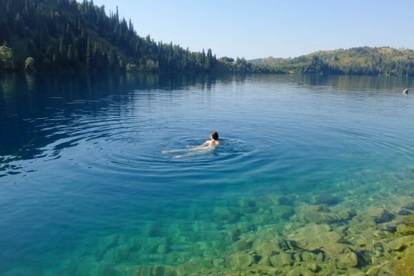 Kirghizistan : les eaux cristallines du lac Sary Chelek