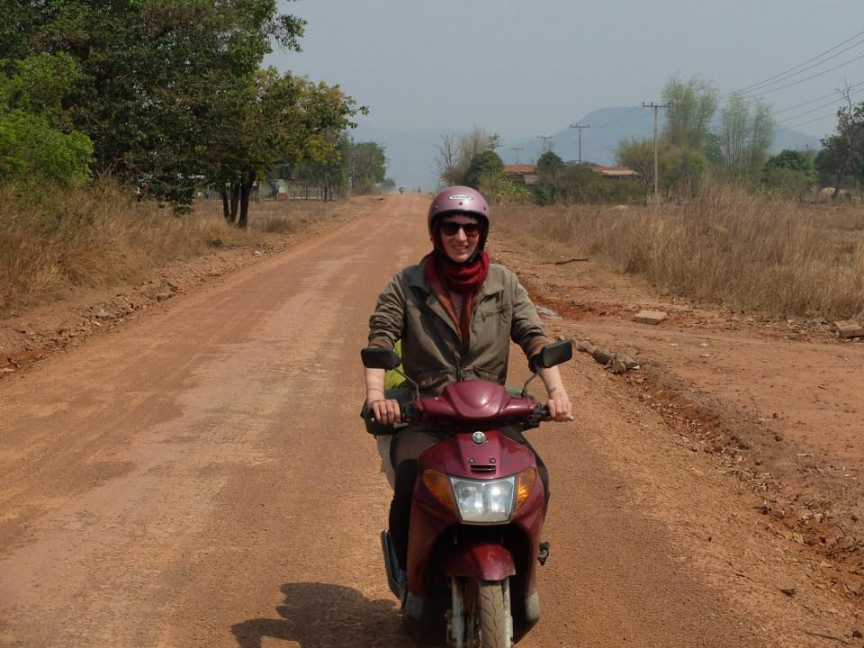Paris-Dakar en scooter moto au Laos