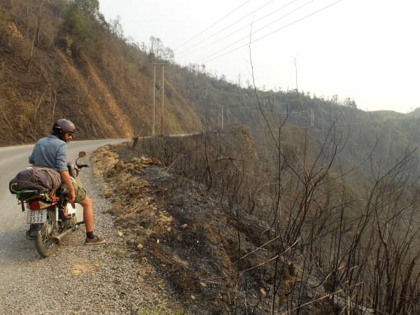 Bécane et Pétrolette #2 : le nord-est du Laos, entre grottes et cascades