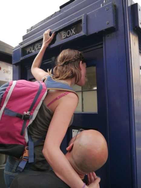 doctor-who-tardis-earls-court-station-londres-maddalena