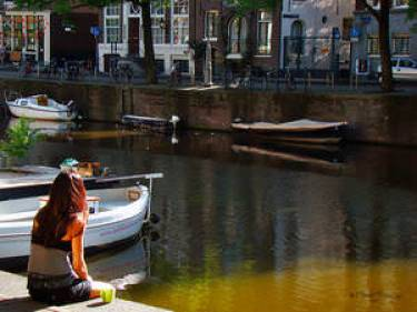 amsterdam-holland-086-city-a-cup-of-coffee-in-the-early-morning-7