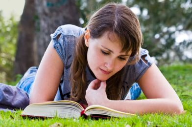 woman-reading-book-outside