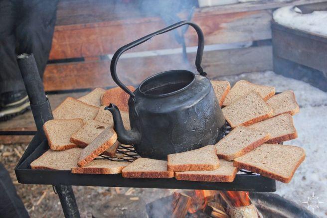 In der Pause gibt es Toast und Tee