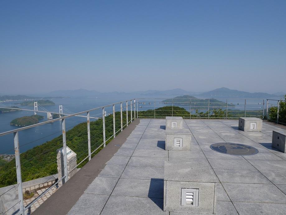亀老山展望公園(愛媛県今治市吉海町)の展望台を撮影した。