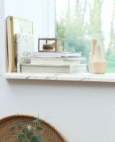 Boîte en verre, vases et carnets