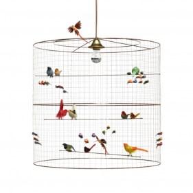 Une suspension d'oiseaux