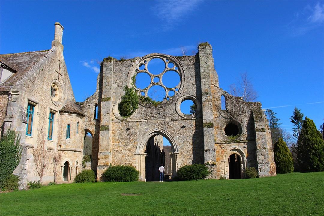 Ruine de l'église abbatiale